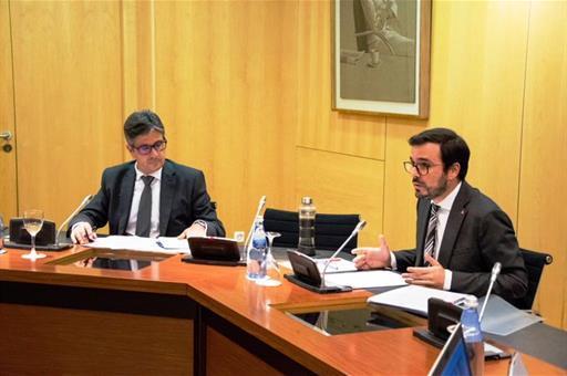 Alberto Garzón Espinosa (Ministro de Consumo) y Mikel Arana Etxezarreta (Director General de Ordenación del Juego)